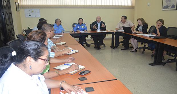 Comisiones de trabajo integradas por la Dirección de Tránsito Nacional y universidades del CNU.