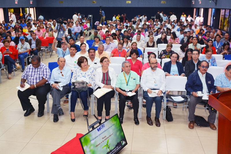 En primera fila autoridades académicas de las universidades y gremiales del CNU.