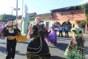 Estudiantes de la UNA interpretan bailes tradicionales de Masaya.