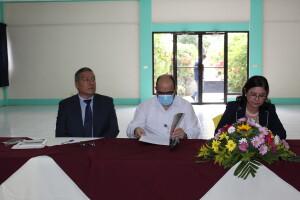 Decano de la FAREM Carazo, MSc. Raúl Arévalo, Secretario General del CNU, Dr. Alfredo Lobato, y Presidenta del CNU, MSc. Ramona Rodríguez.