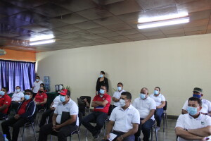 Claustro de la UNIAV durante el conversatorio con autoridades del CNU.