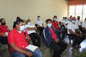 Dirigente estudiantil de la UNIAV participa en el conversatorio.
