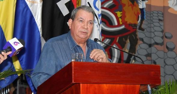 General en Retiro, Omar Halleslevens, Ministro Delegado del Presidente de la República para Asuntos Específicos, durante su disertación.