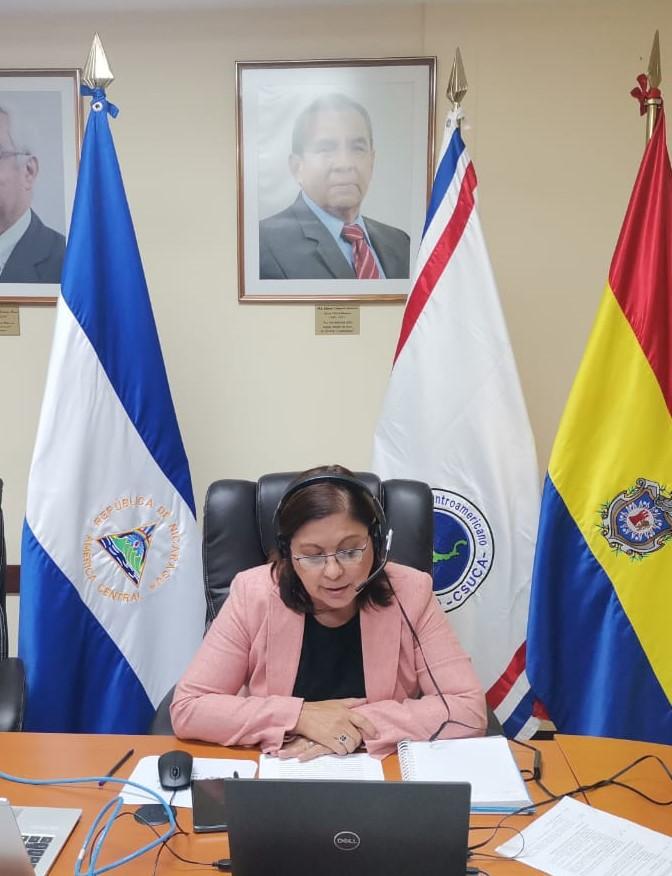 Maestra Ramona Rodríguez Pérez, Rectora de la UNAN-Managua, Presidenta del CNU y del CSUCA, durante el foro.